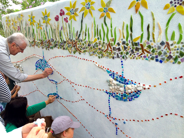 Making a Mosaic at Festa di Gioia
